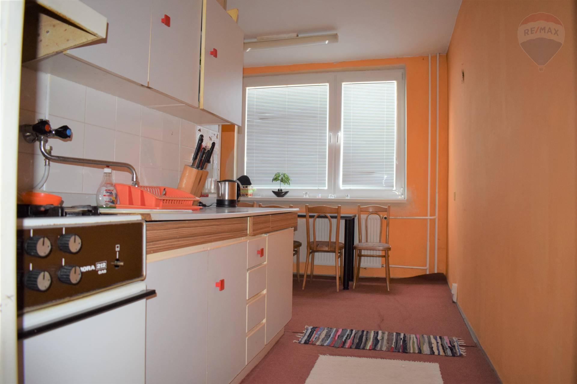 2 izbový veľko-metrážny byt v Humennom, na predaj.