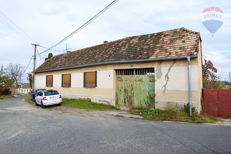 Na predaj: Rodinný dom na zbúranie / kompletnú rekonštrukciu na parcele 734m2