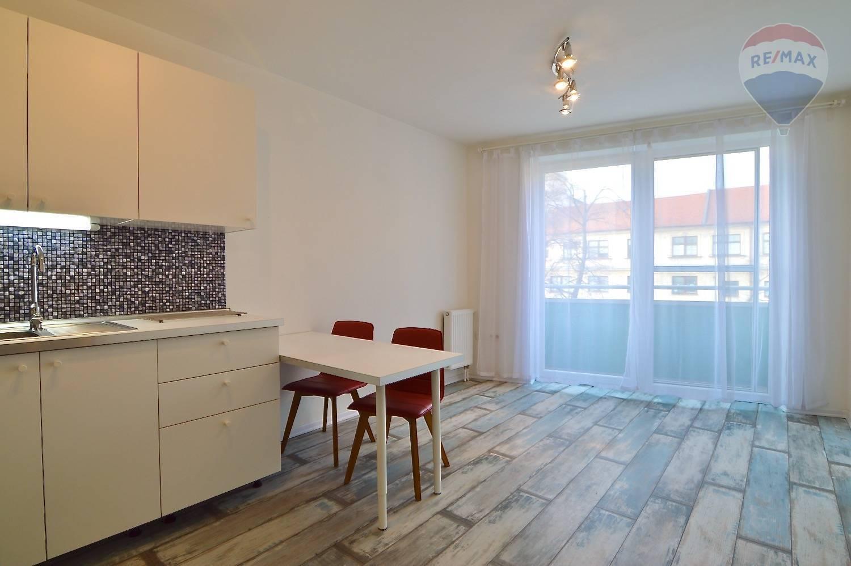 Na predaj: 2-izbový byt s balkónom a parkovacím státím
