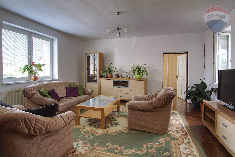 Na predaj: priestranný 5-izbový rodinný dom