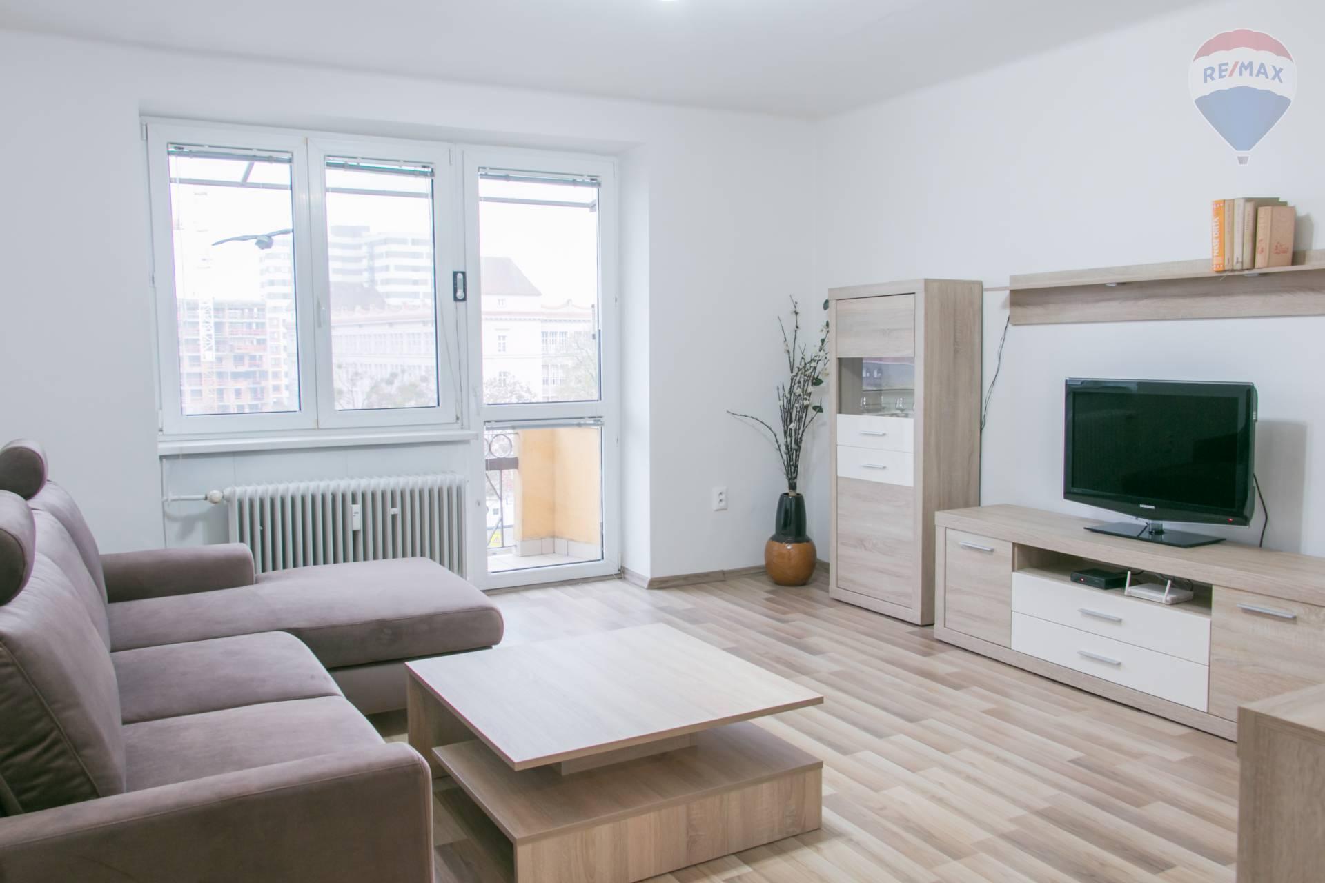 *** NA PRENÁJOM *** zrekonštruovaný 2 izbový byt s balkónom