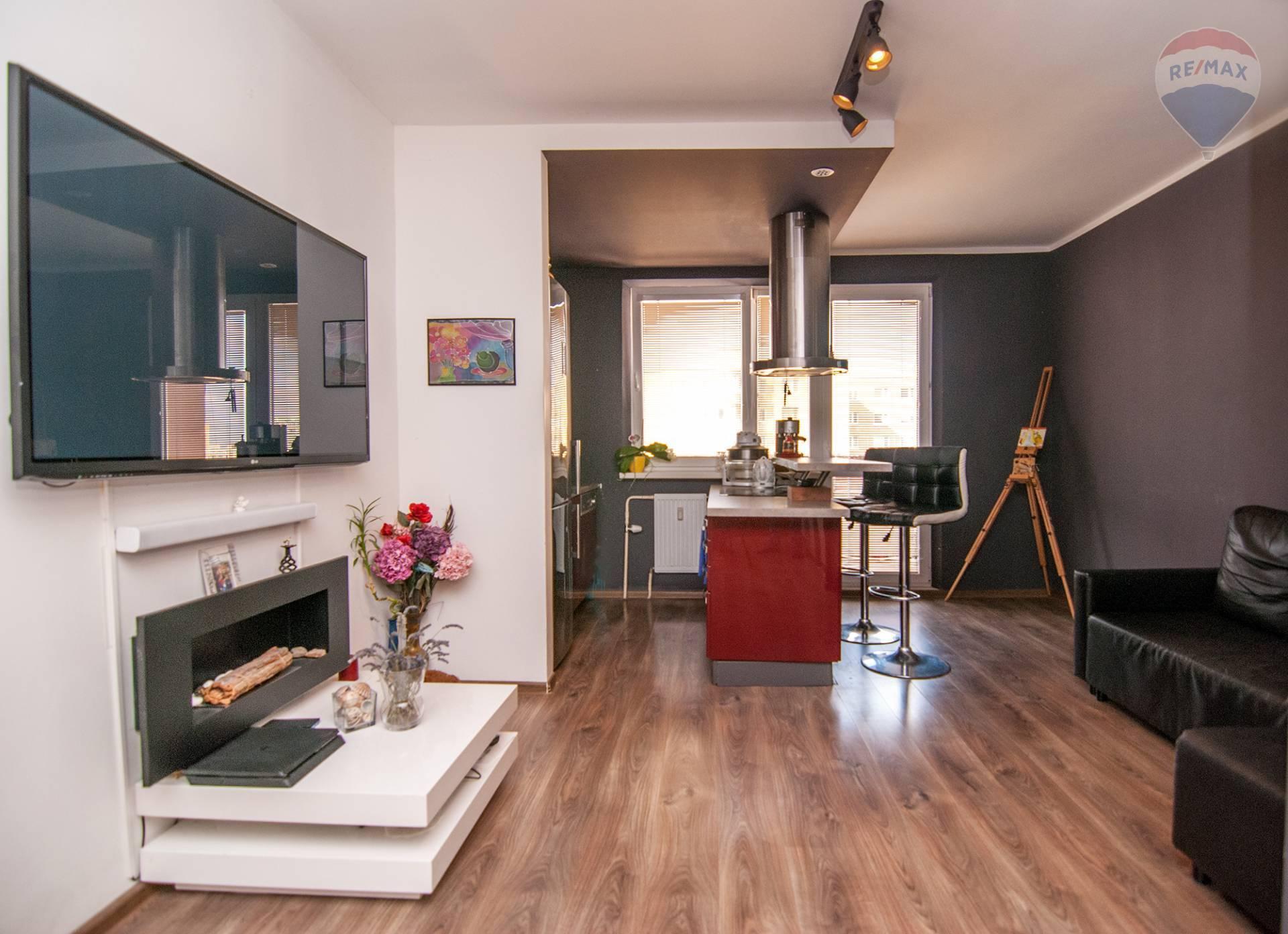 *VÝHODNÁ PONUKA* 4 izbový byt s balkónom, po rekoštrukcii v obľúbenej časti Devínskej Novej Vsi.