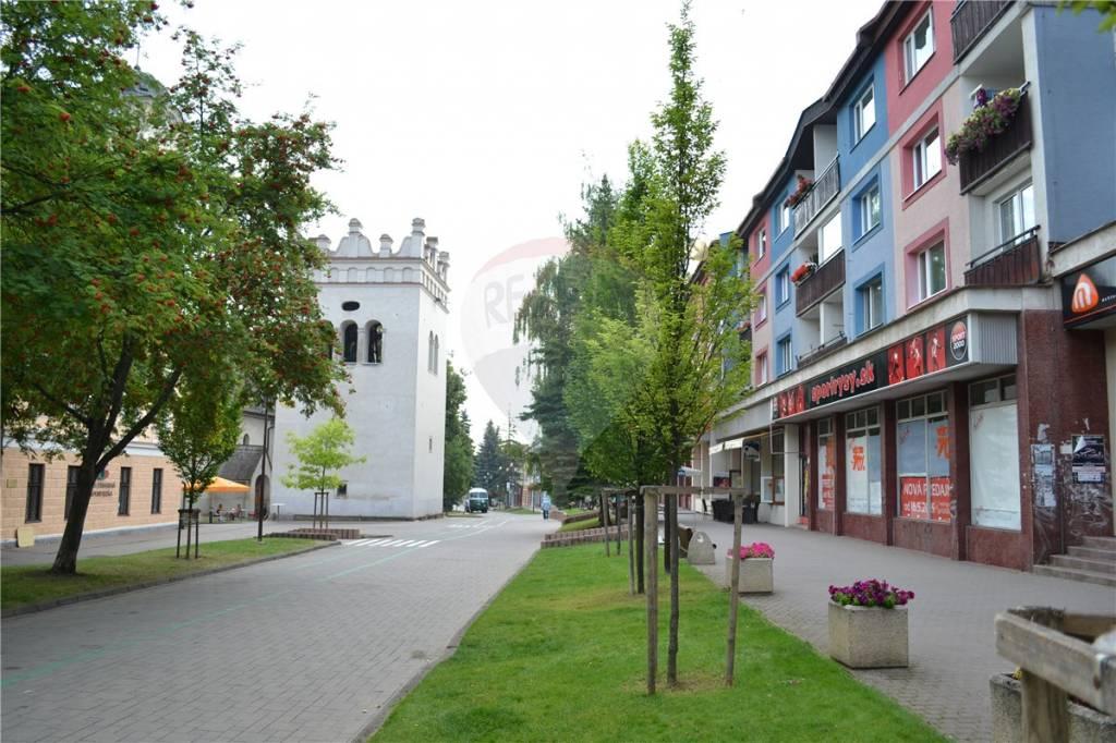 Prenájom obchodný priestor, Námestie sv. Egídia, centrum mesta Poprad, na pešej zóne.