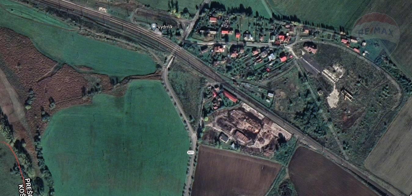 Na predaj pozemok, železničná vlečka, administratívna budova, Vydrník