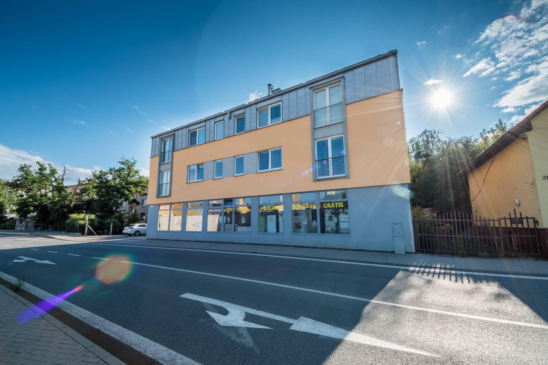 Veľký 4 izbový byt na prenájom, Okružná ulica, Prešov