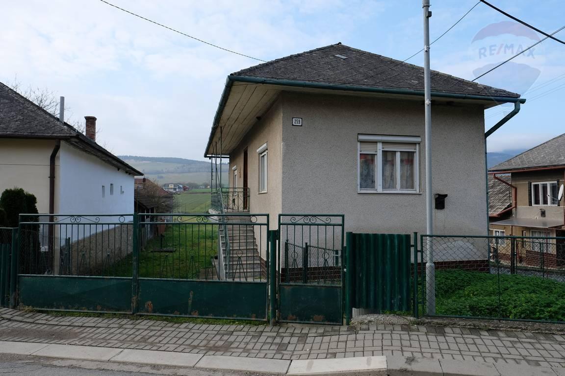 Rodinný dom na predaj, veľký pozemok s plochou 2681 m2, Víťaz