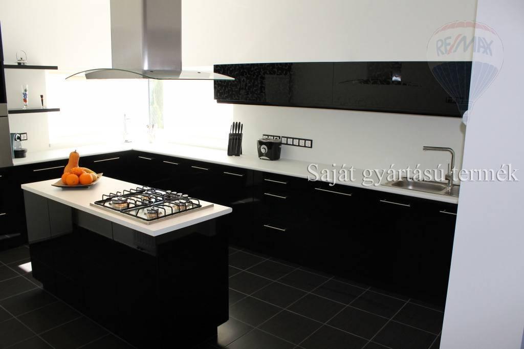Predaj bytu (3 izbový) 60 m², Rajka
