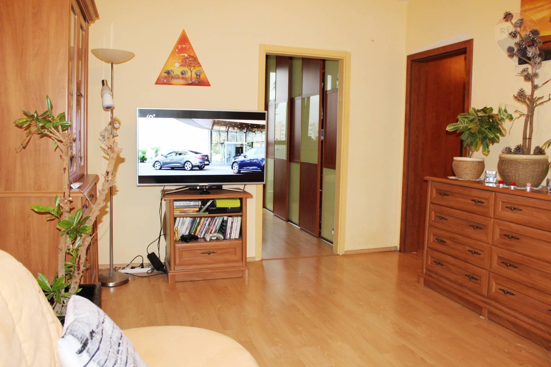 Predaj, kompletne zrekonštruovaný 4-izbový byt 80,5 m2 s loggiou, zariadený