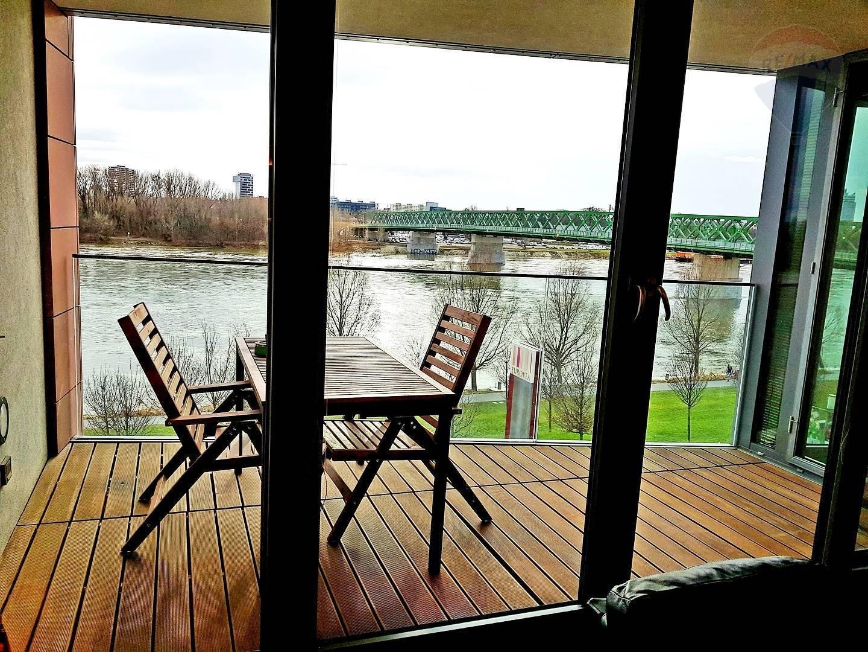 Eurovea , 2-izbový byt s terasou, parkovacie státie