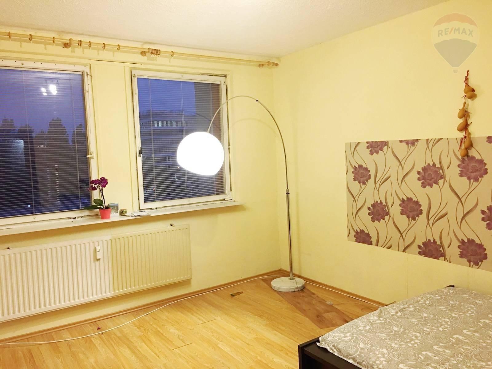 Prenájom, samostatná izba v 3-izbovom byte,. Petržalka 15 m2