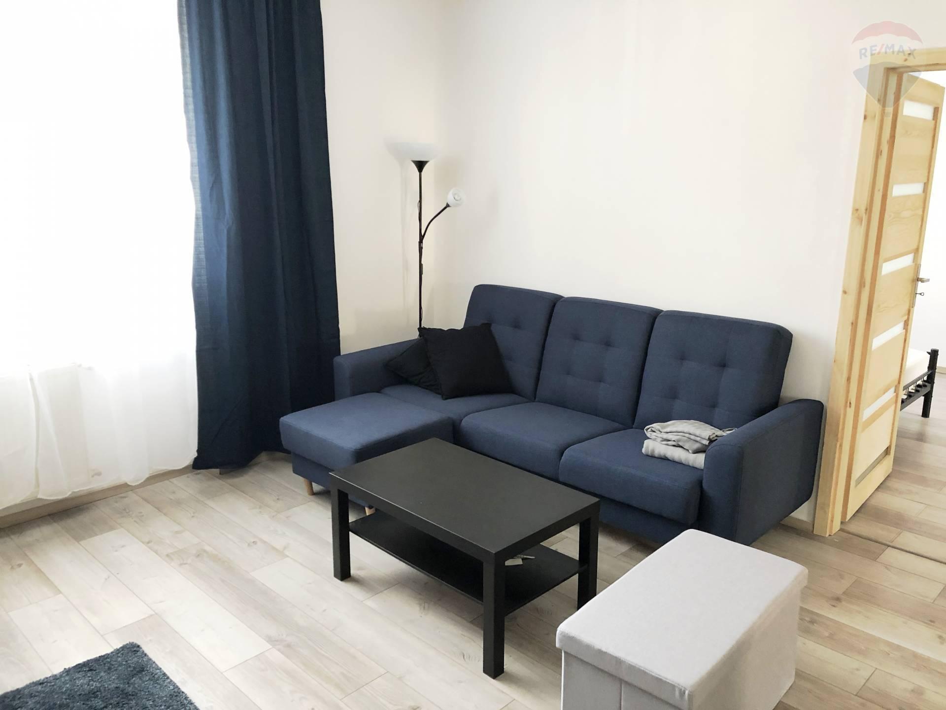 2-izbový byt s balkónom, Vajnorská ul.,kompletná rekonštrukcia, zariadený