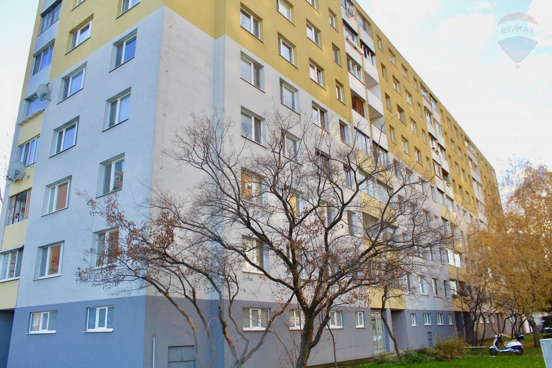 Predaj,  4 izbový byt v Petržalke