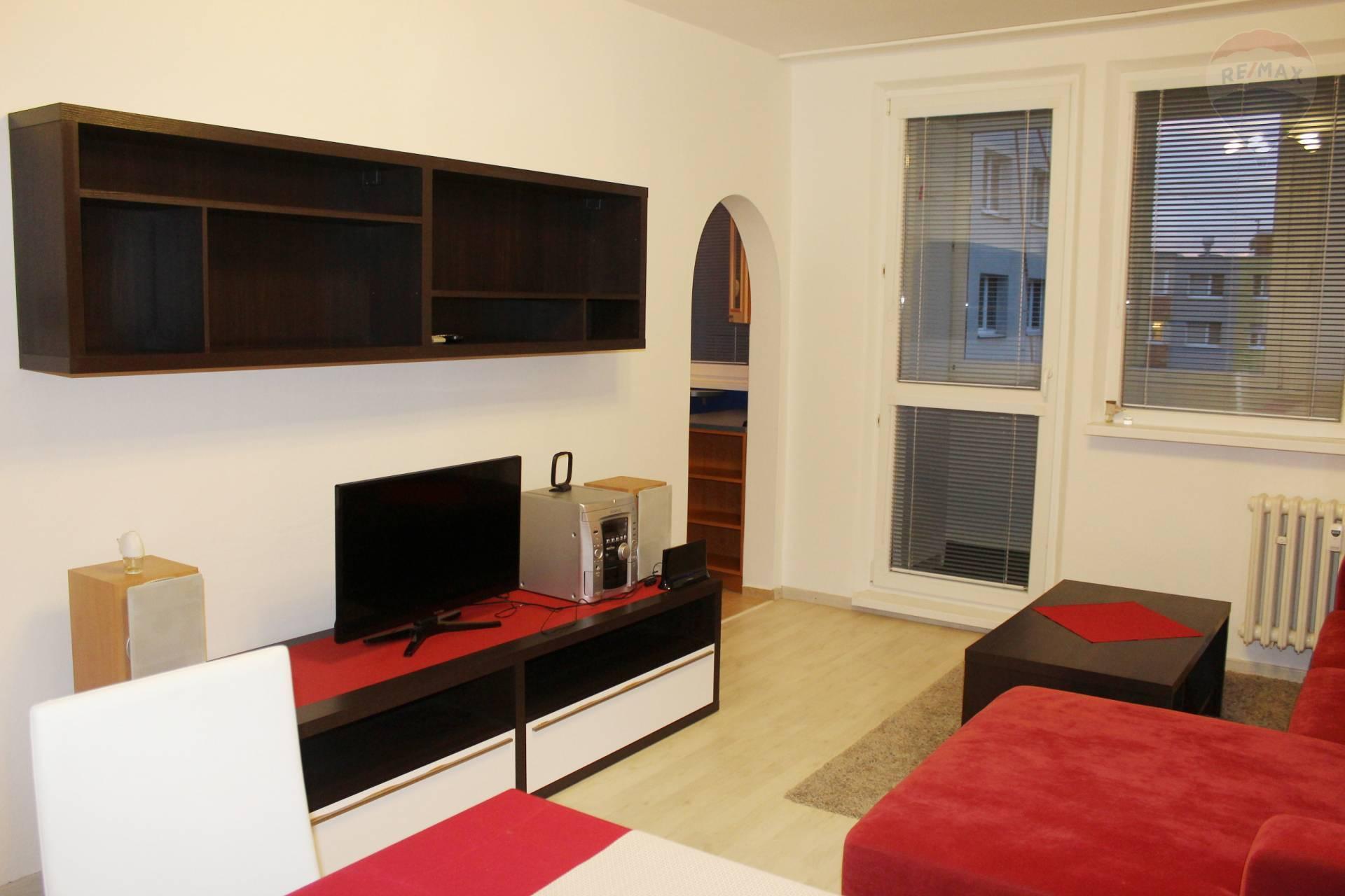 Prenájom, zrekonštruovaný 3-izbový byt 70 m2 s loggiou, zariadený