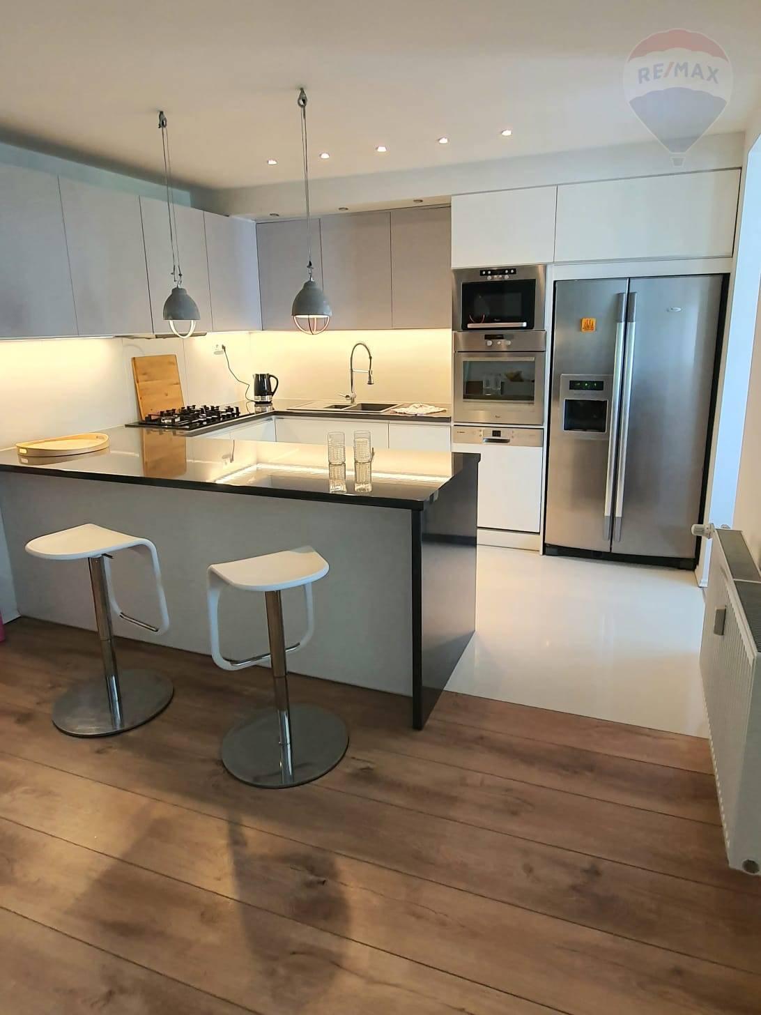 Predaj, 4-izbový byt 107 m2 s loggiou