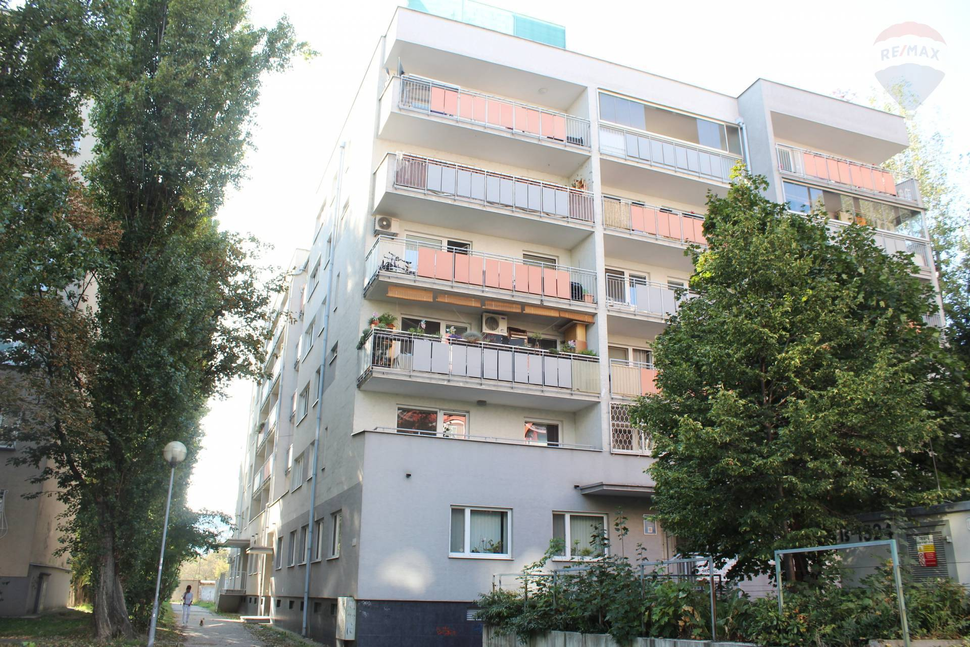 Predaj, 2-izbový byt (64 m2) s veľkou loggiou (12 m2), novostavba, Ružinov - Haburská ul.