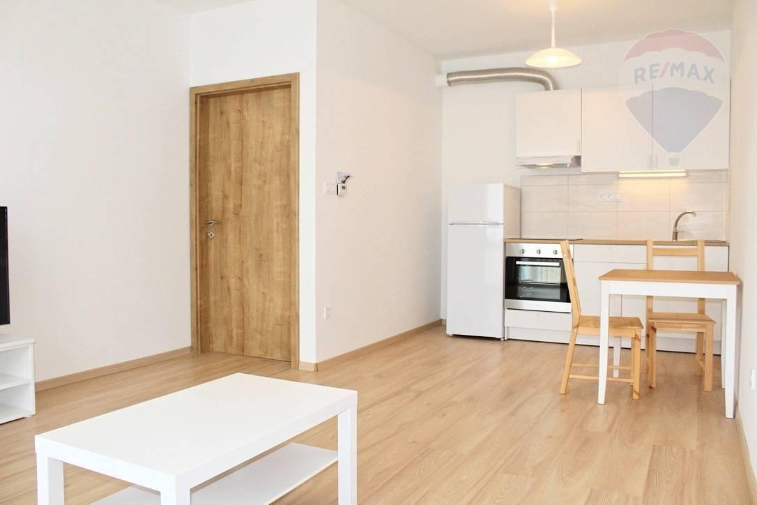 Prenájom, 2-izbový byt v novostavbe v Rajke s Balkónom