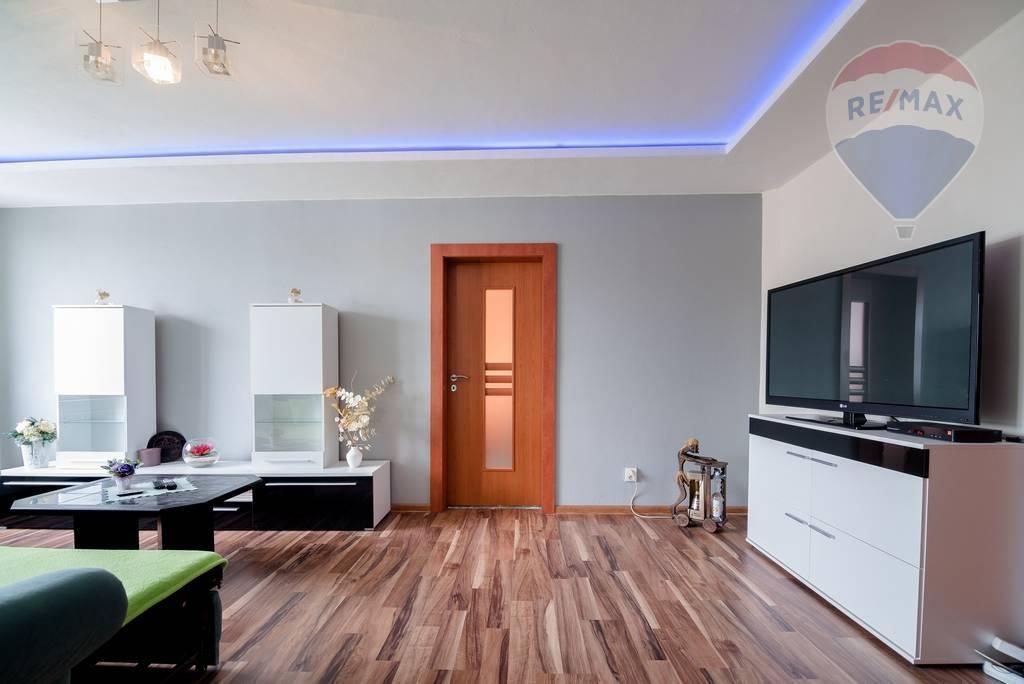 Rezervovaný>>> 4-izbový byt s logiou, 80m2, rekonštrukcia, Ladožská ulica, Košice - Nad Jazerom