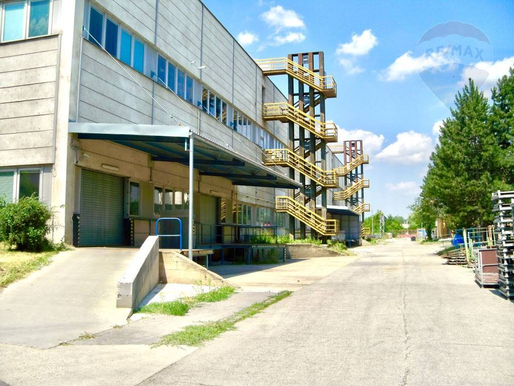 Predaj komerčného objektu 22847 m2, Vrbové - Vyrobna hala - nakladacia elektricka rampa