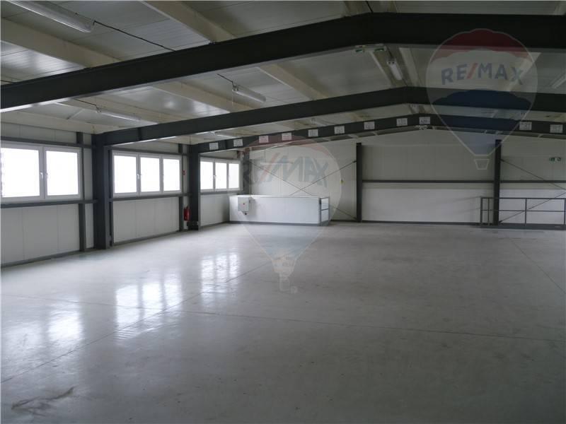 Ponúkame na prenájom skladové priestory 319 m2 , lokalita Galvaniho, Bratislava vrátane zázemia