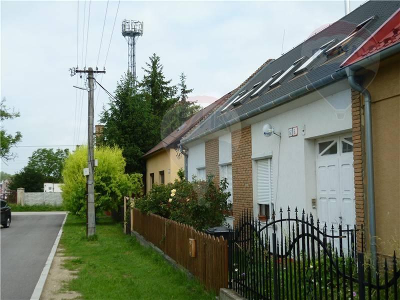 Ponúkame na predaj rodinný dom v obci Záhorská Ves spolu s 10,5 á stavebným pozemkom