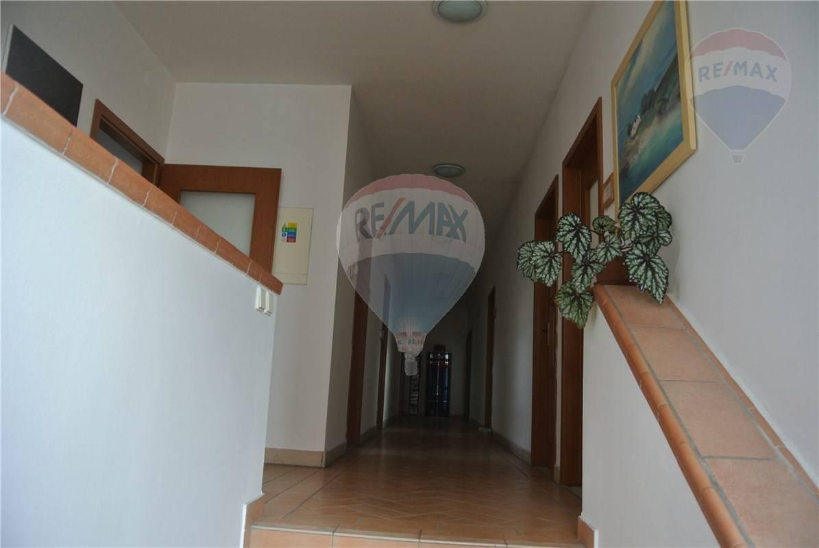 Prenájom komerčného priestoru 24 m2, Bratislava - Podunajské Biskupice -