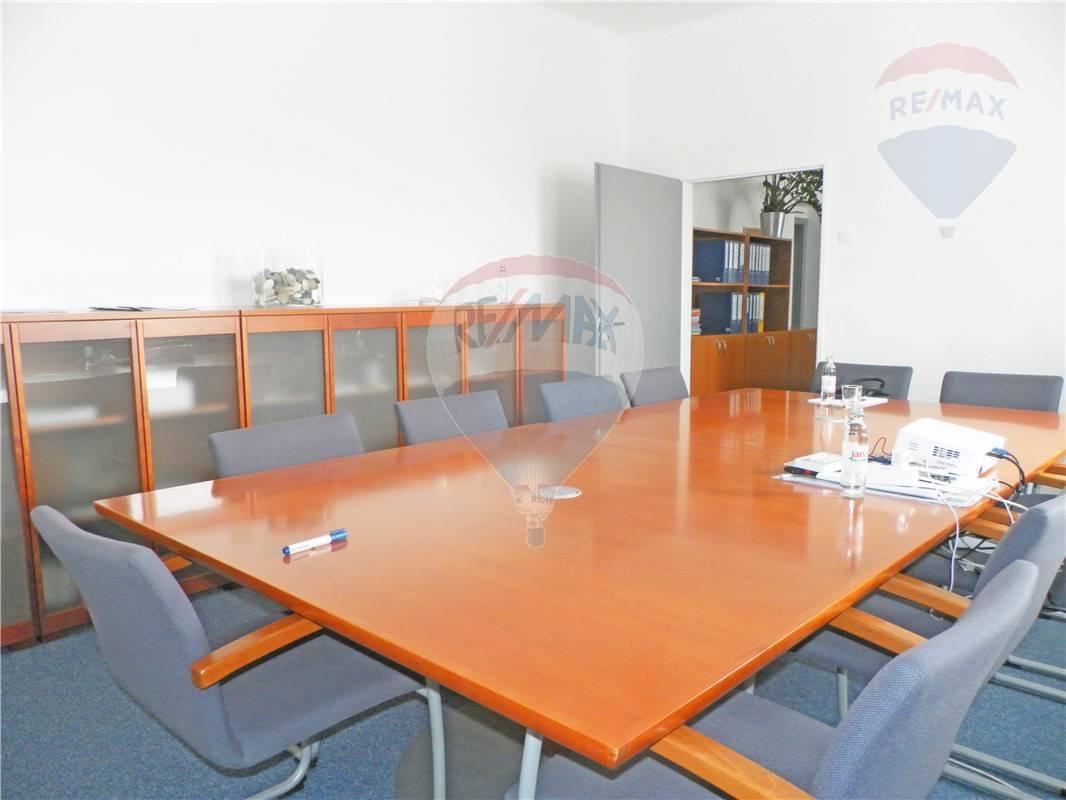 Prenájom komerčného priestoru 135 m2, Bratislava - Rača -