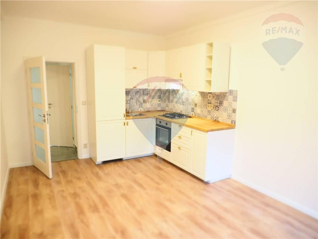 Predaj bytu (4 izbový) 80 m2, Bratislava - Nové Mesto -