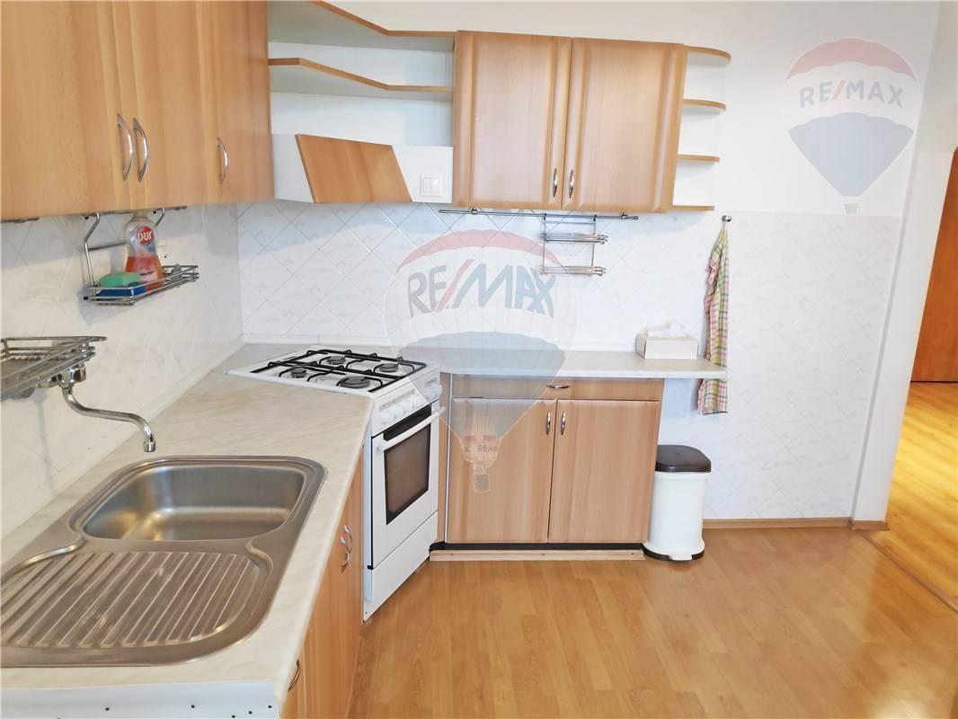 PREDAJ: 3-izb.byt s výhľadom na Draždiak, 69m2, Petržalka, Beňadická ul., lodžia, pivnica