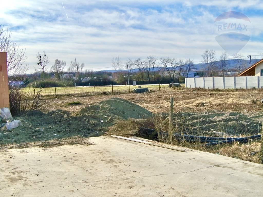 Predaj pozemku 824 m2, Chorvátsky Grob - Pozemok 824 m2