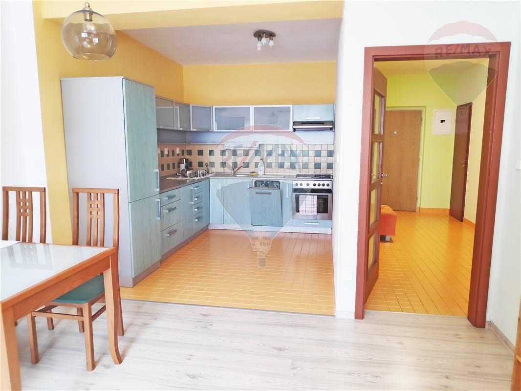 PREDAJ: veľký 2-izbový byt, 71m2, Petržalka, Budatínska