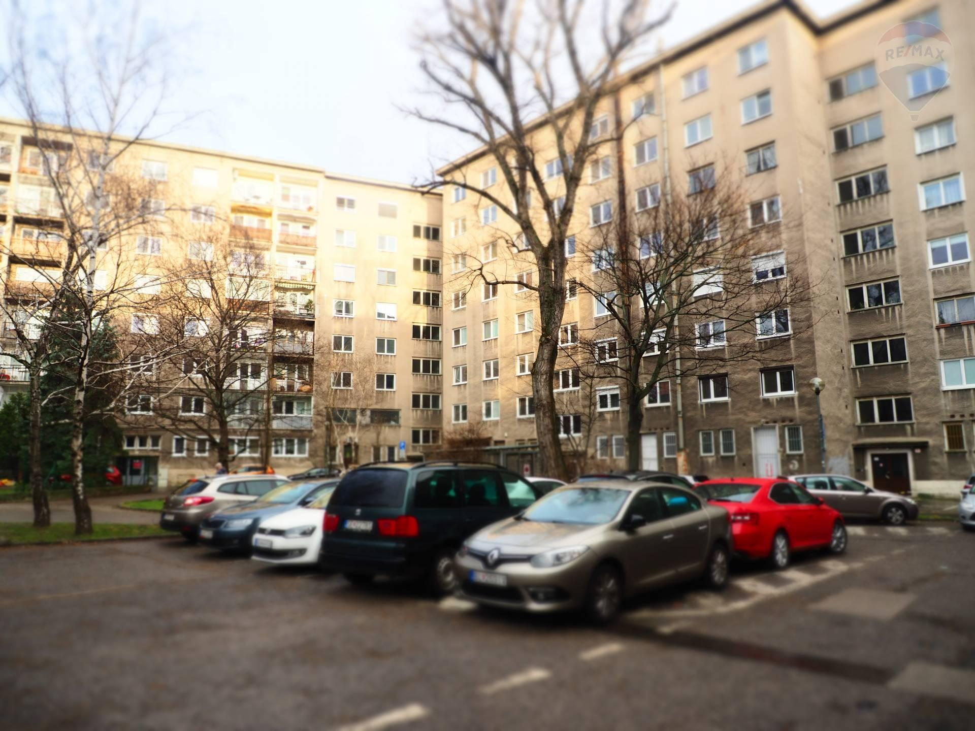 PREDAJ: 4-izb.byt, 70m2, Záhradnícka ulica - Staré Mesto - BA I, VYNOVENÝ v 2021, Balkón, Komora
