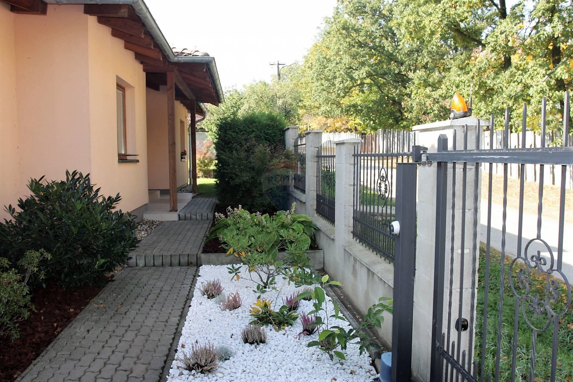 Praktický a pekný rodinný dom priamo pri zámku, okres Pezinok, Budmerice
