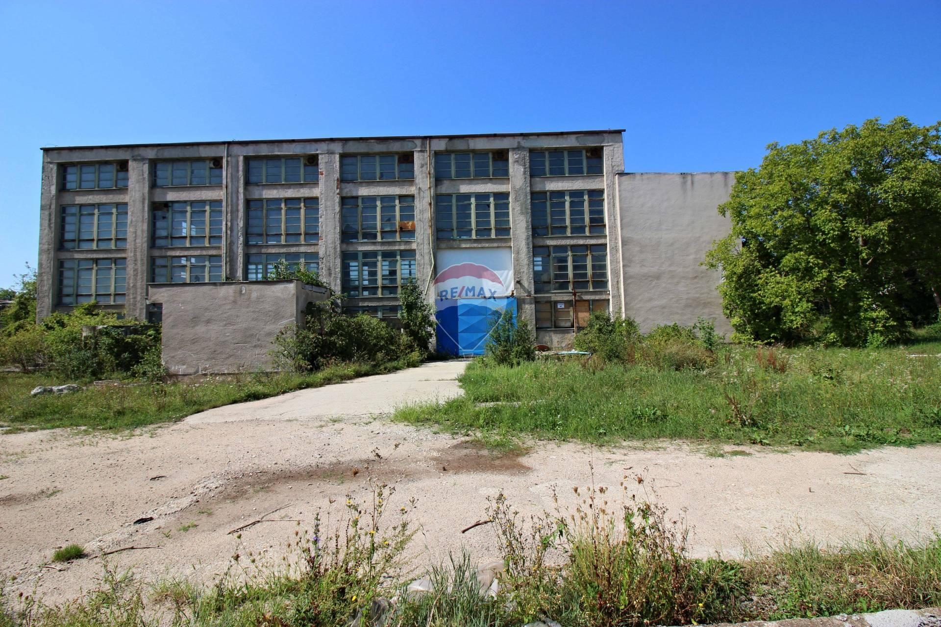 Predaj komerčného objektu 1076 m2, Nitra -