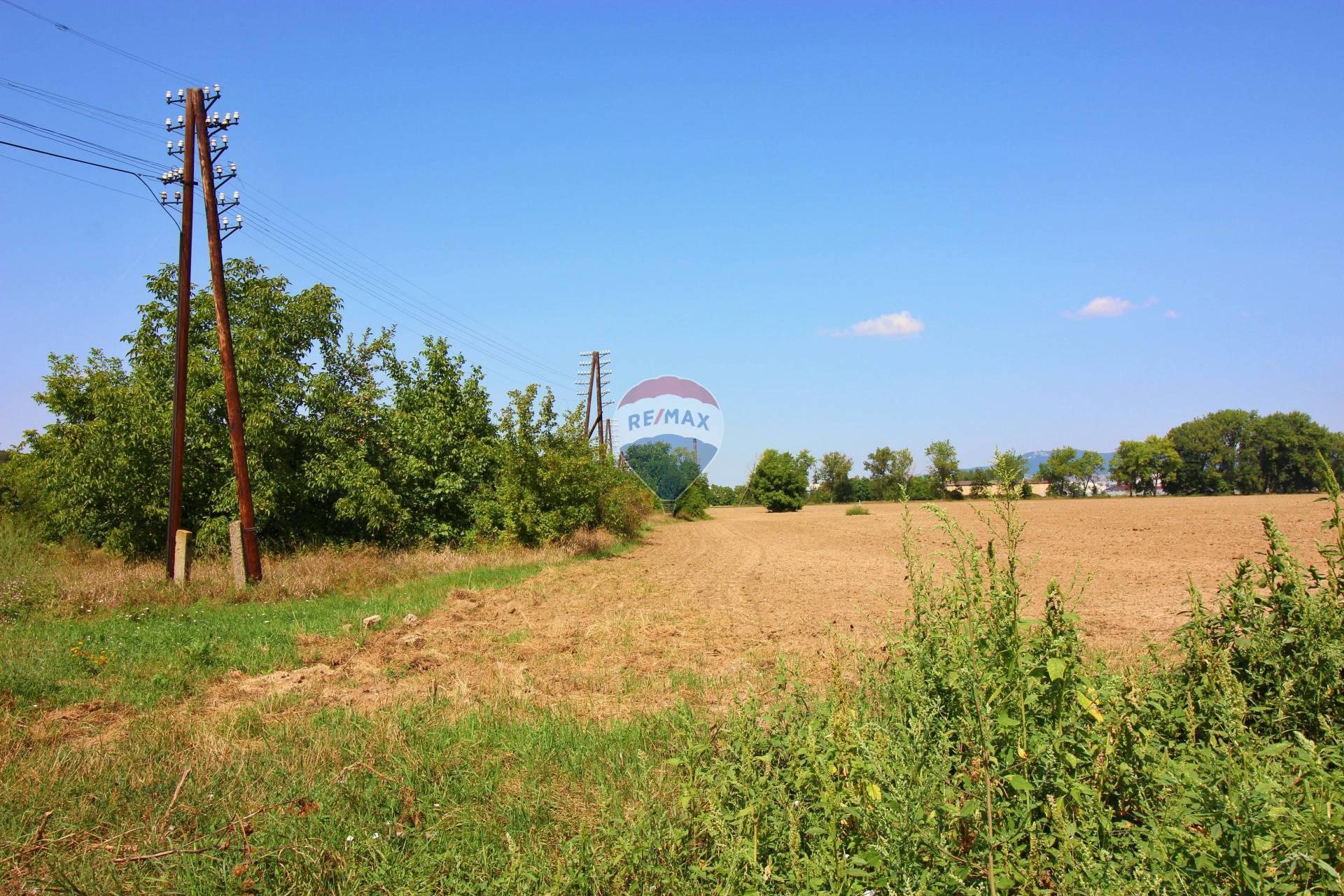 PREDAJ pozemku 14.713 m2 Ivanka pri Nitre