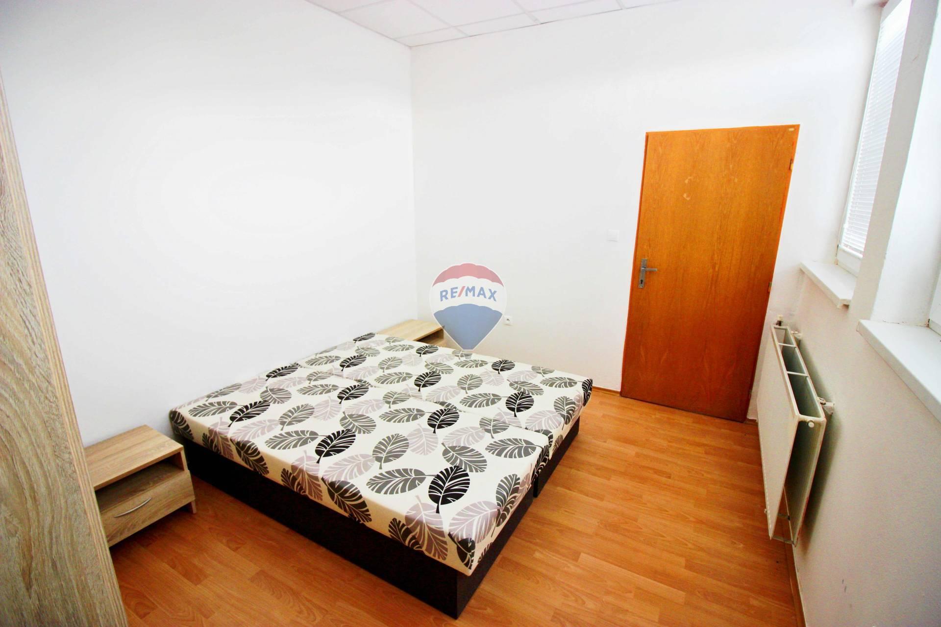 Predaj komerčného objektu 718 m2, Smolenice -