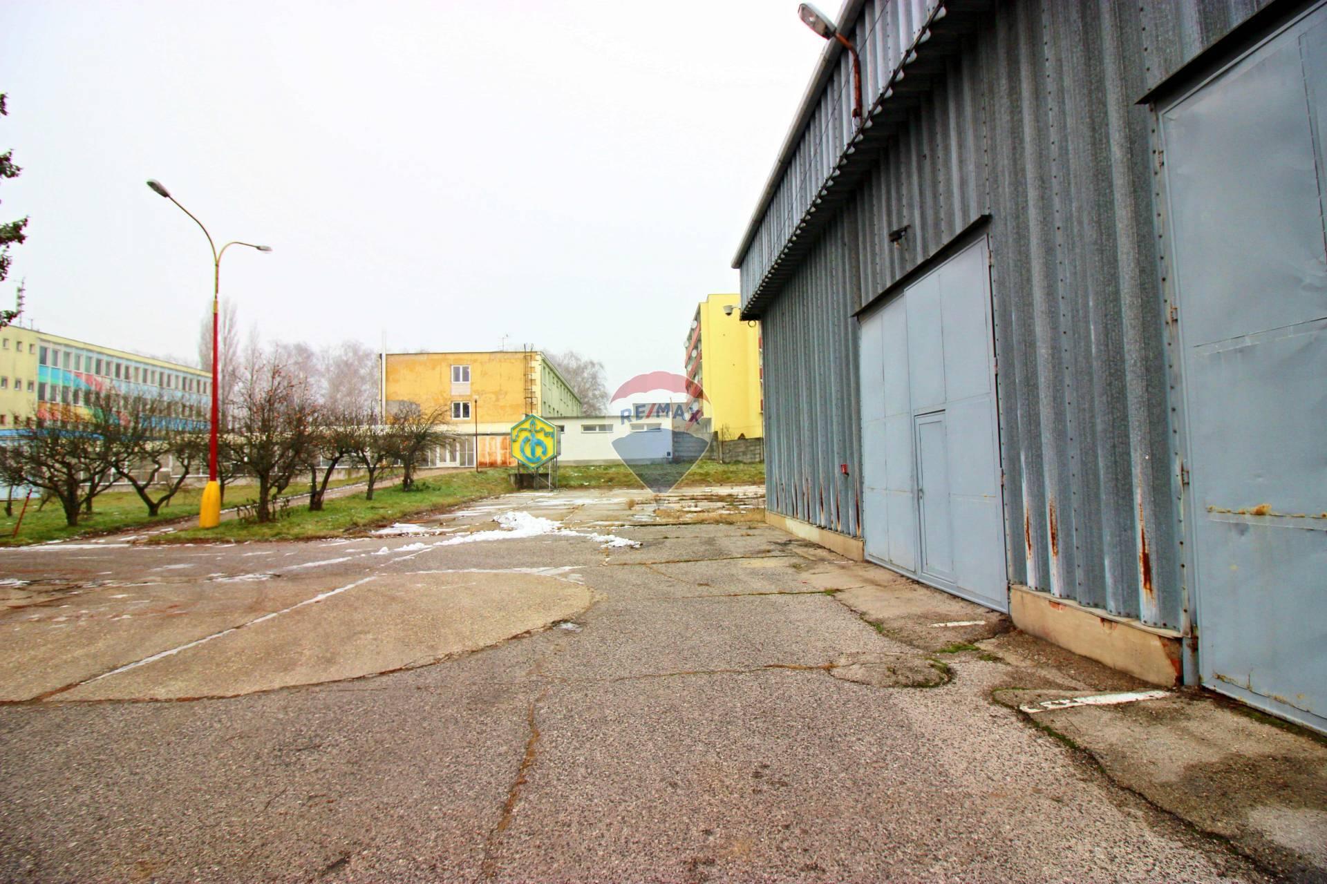 Predaj komerčného objektu 680 m2, Smolenice -