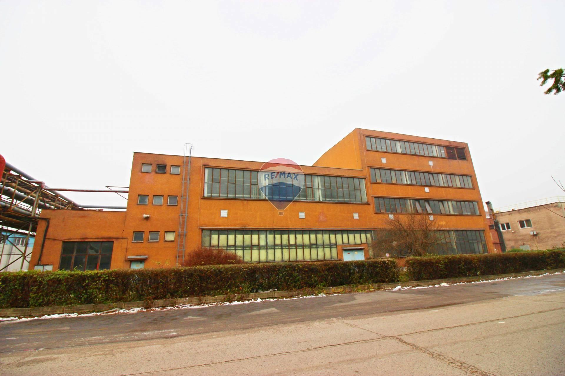 Predaj komerčného objektu 921 m2, Smolenice -