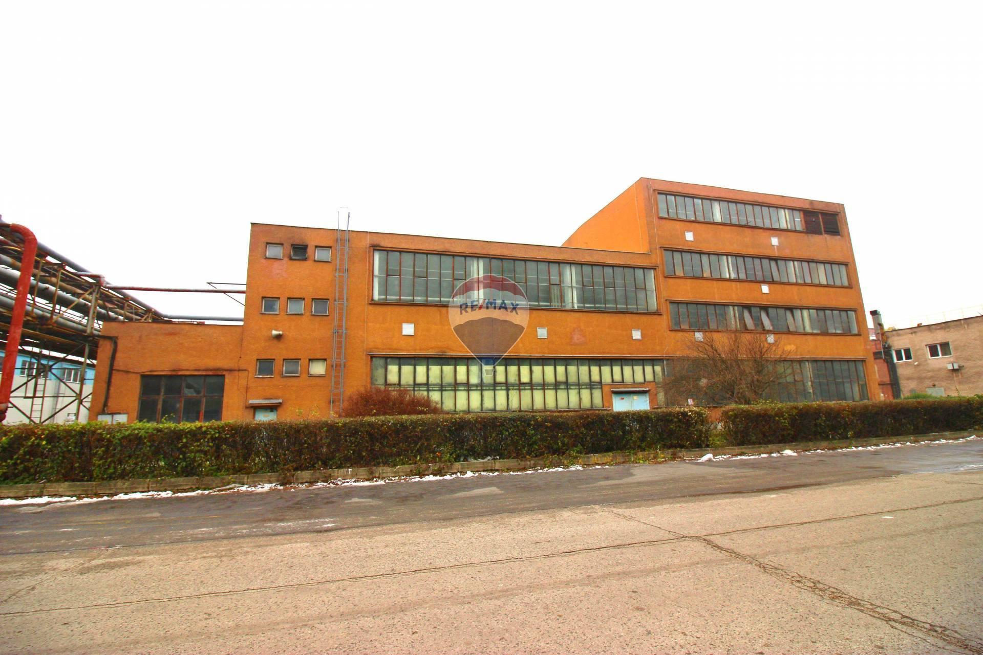 PREDAJ komerčný objekt priemyselná budova olejosyntetika v Smoleniciach, Trnava
