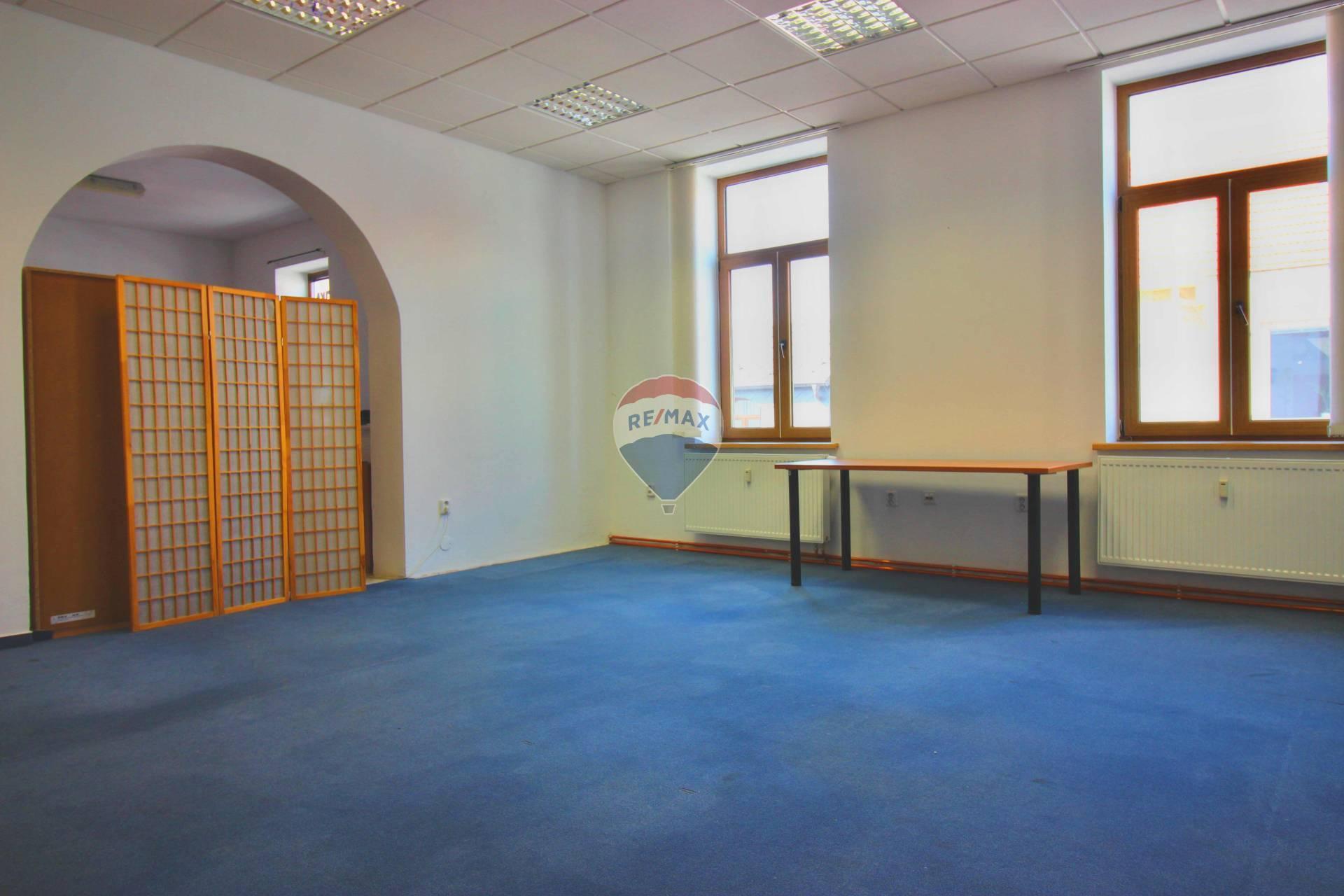 Prenájom komerčného priestoru 35 m2, Nové Mesto nad Váhom -