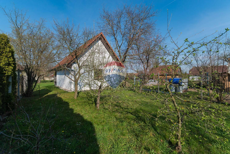 REZERVOVANÉ- Stavebný pozemok 637m2 so stavbou