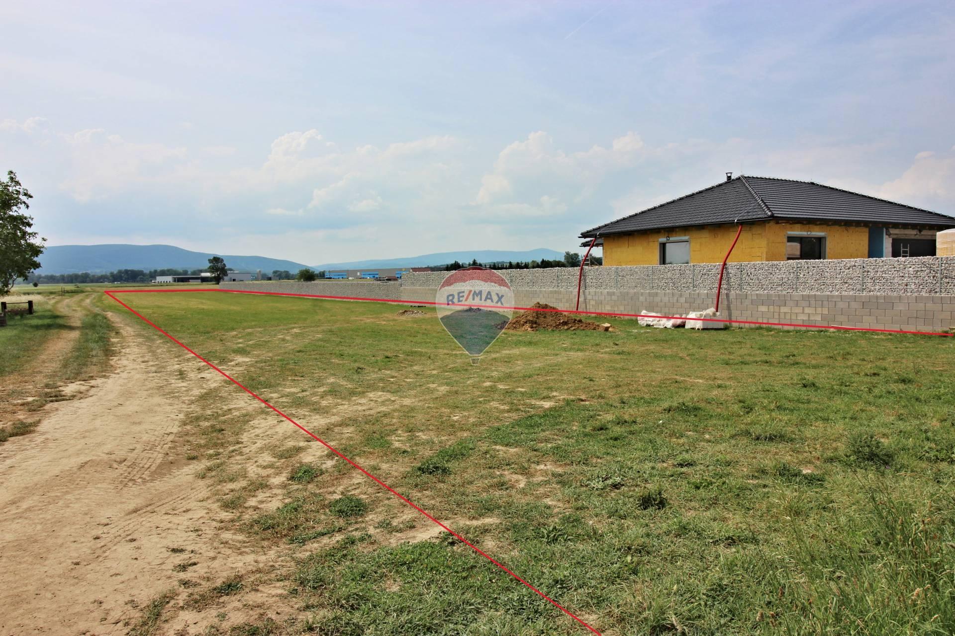 Predaj pozemku 4000 m2, Kočovce - pohľad od cesty
