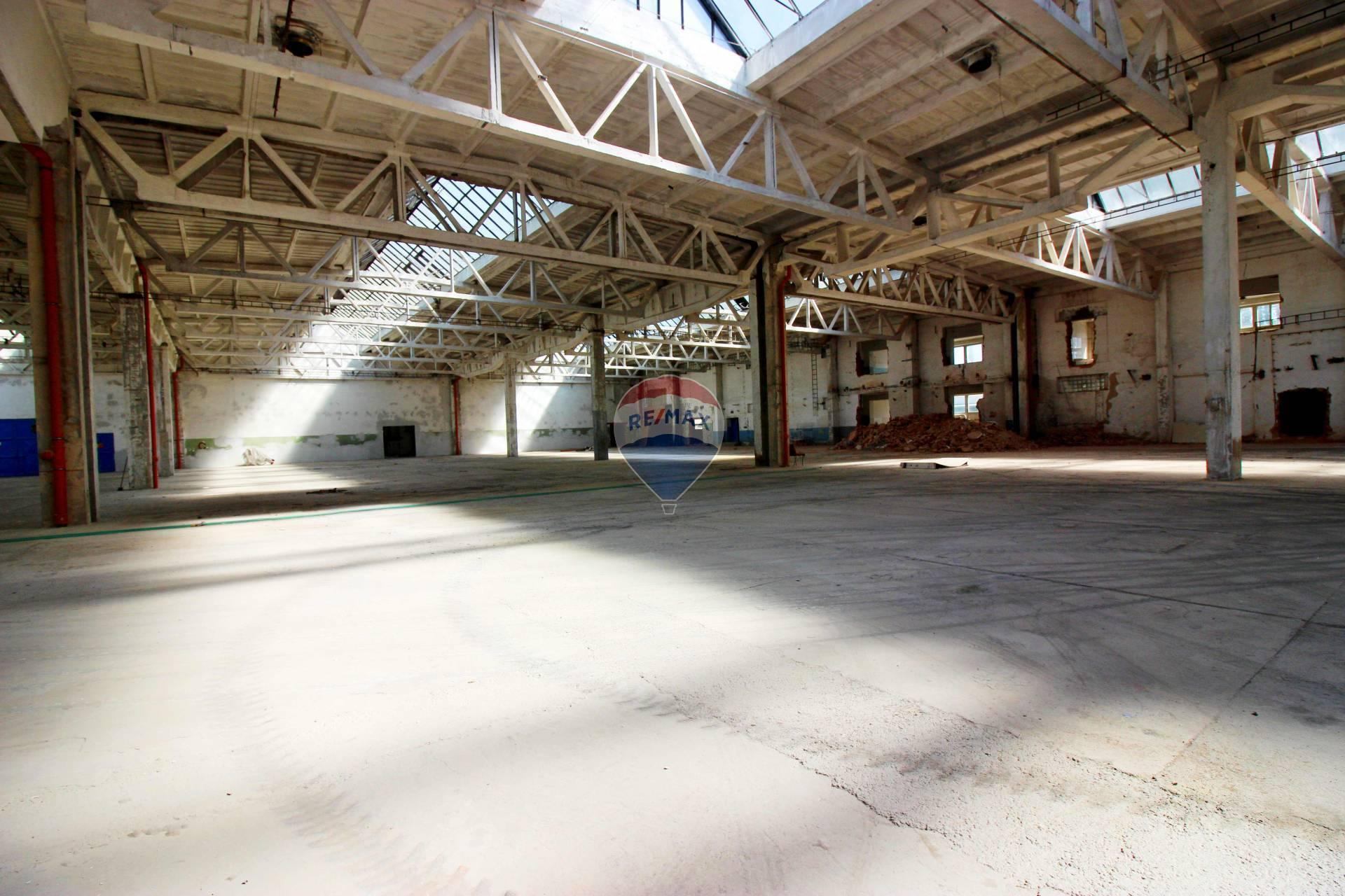 PREDAJ priemyselná hala 13.310  m2 Nitra, Dolné Krškany