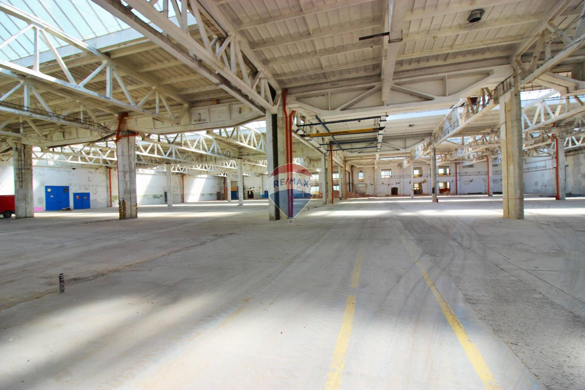 Predaj komerčného objektu 9800 m2, Nitra - PREDAJ priemyselná hala 13.310  m2 Nitra, Dolné Krškany