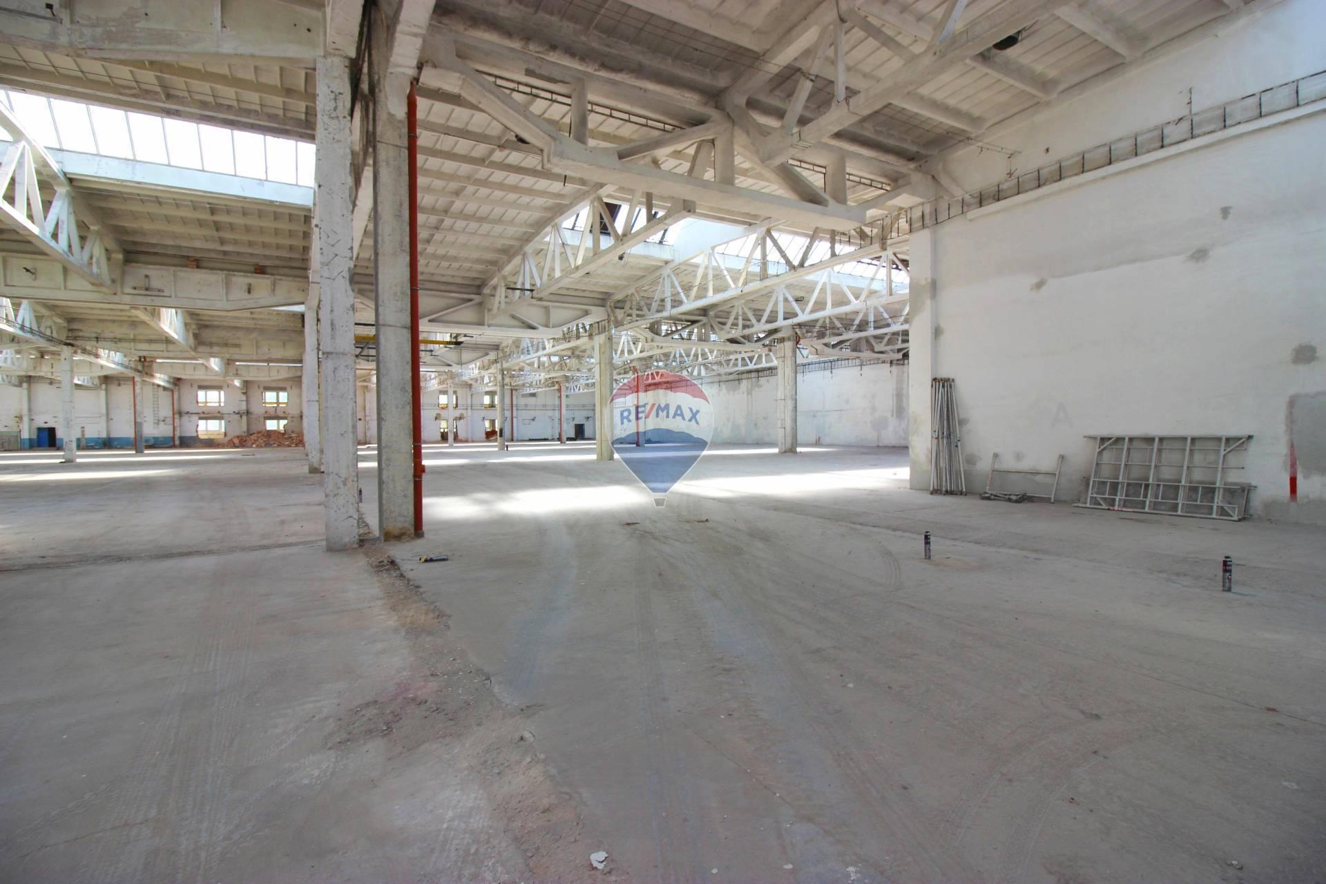 Prenájom komerčného objektu 9800 m2, Nitra - PRENÁJOM priemyselná hala 9.800  m2, Nitra Dolné Krškany