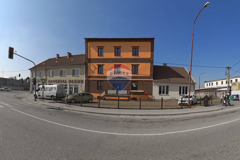 Prenájom komerčného priestoru 18 m2, Nové Mesto nad Váhom -