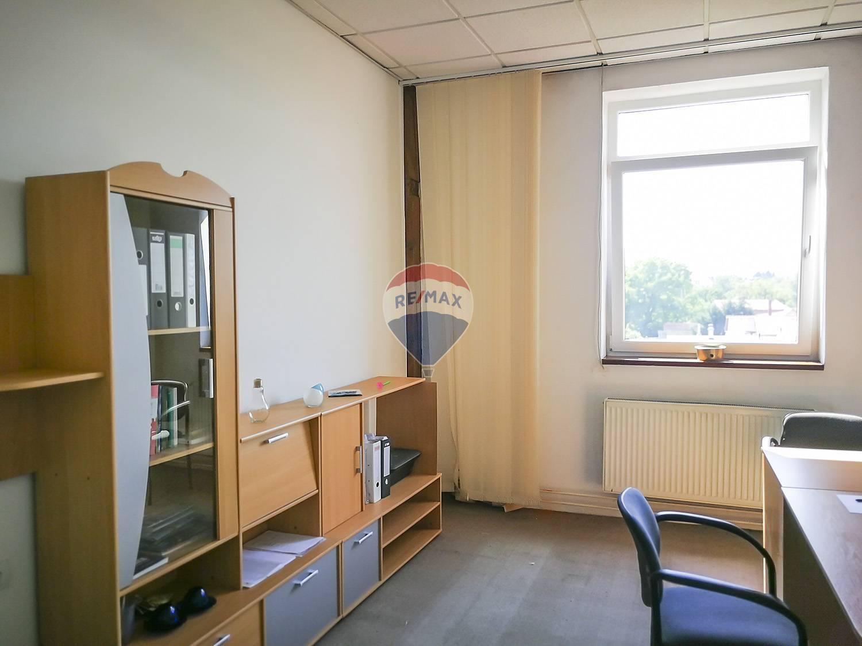 PRENÁJOM - kancelária - Nové Mesto nad Váhom
