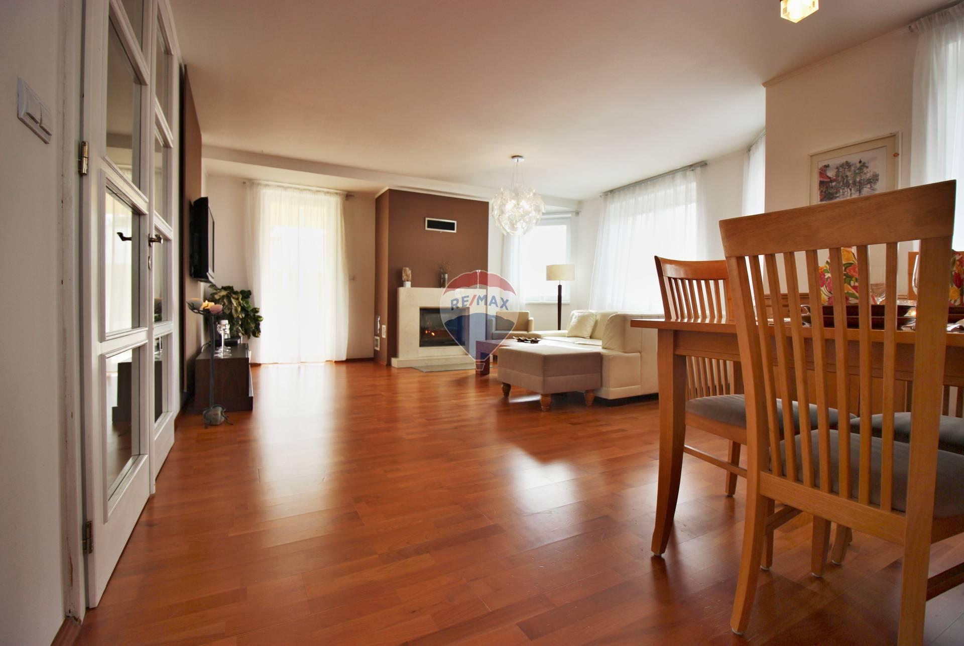 Predaj domu 159 m2, Nové Mesto nad Váhom - obývacia izba s jedálňou