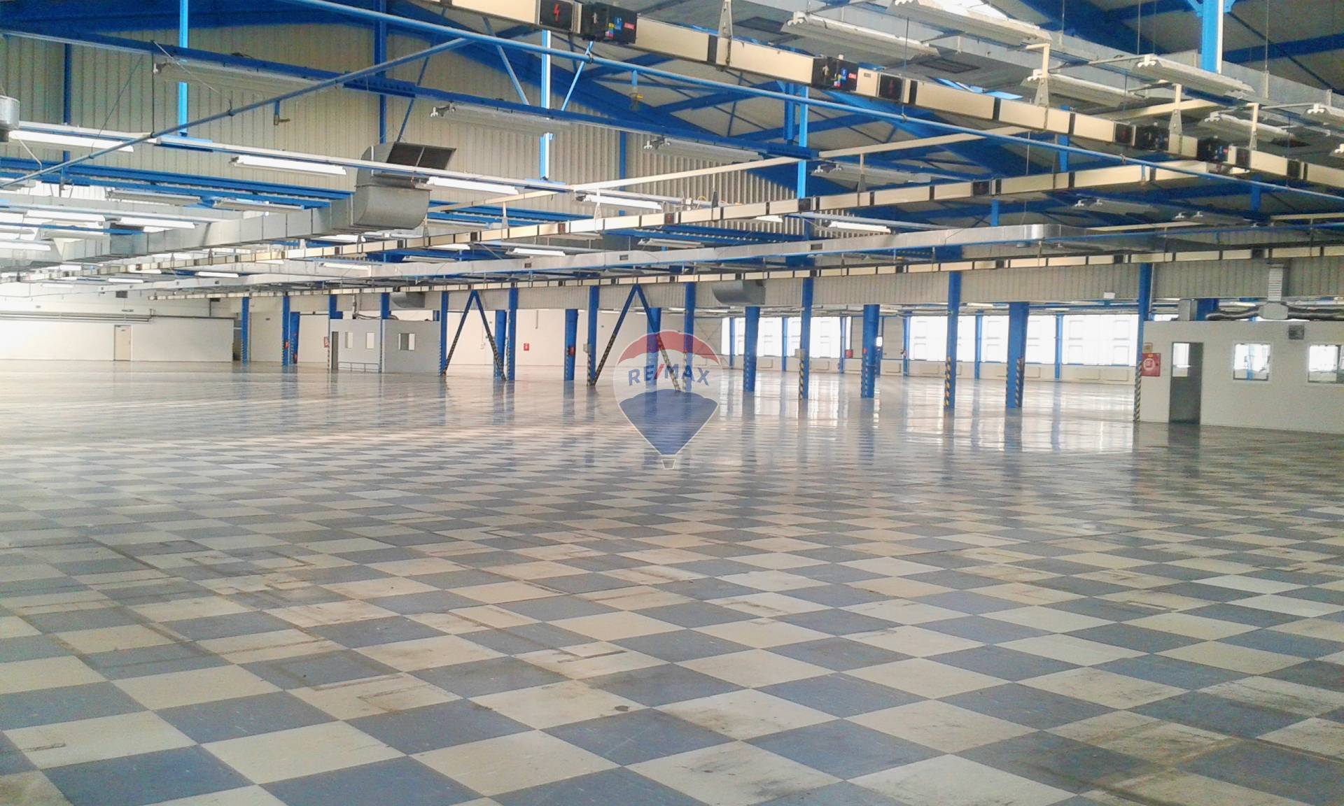 PRENÁJOM priemyselná hala 10.300  m2, Topoľčany
