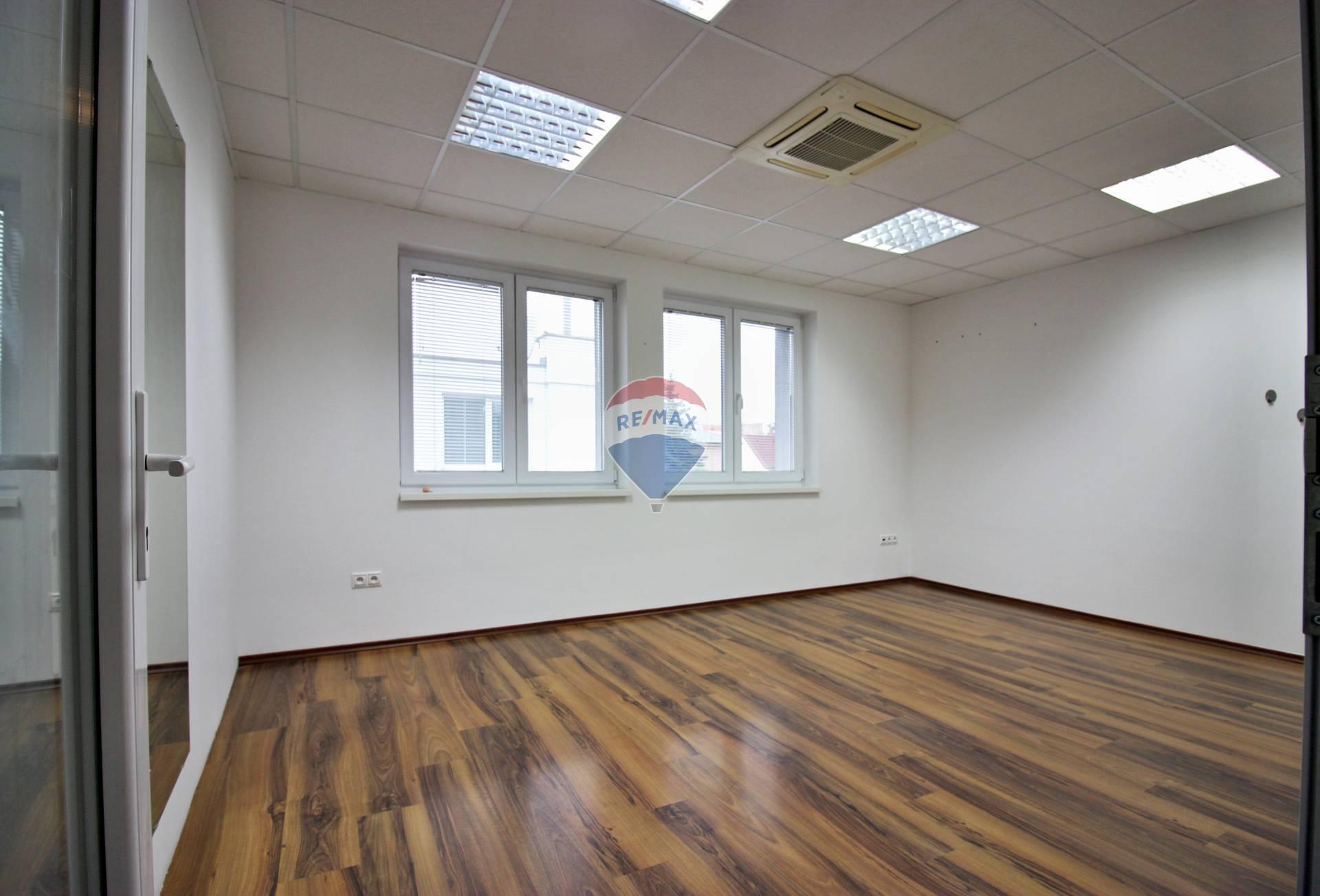 PRENÁJOM priestor, kancelária, služby, Malinovského ul., Nové Mesto nad Váhom