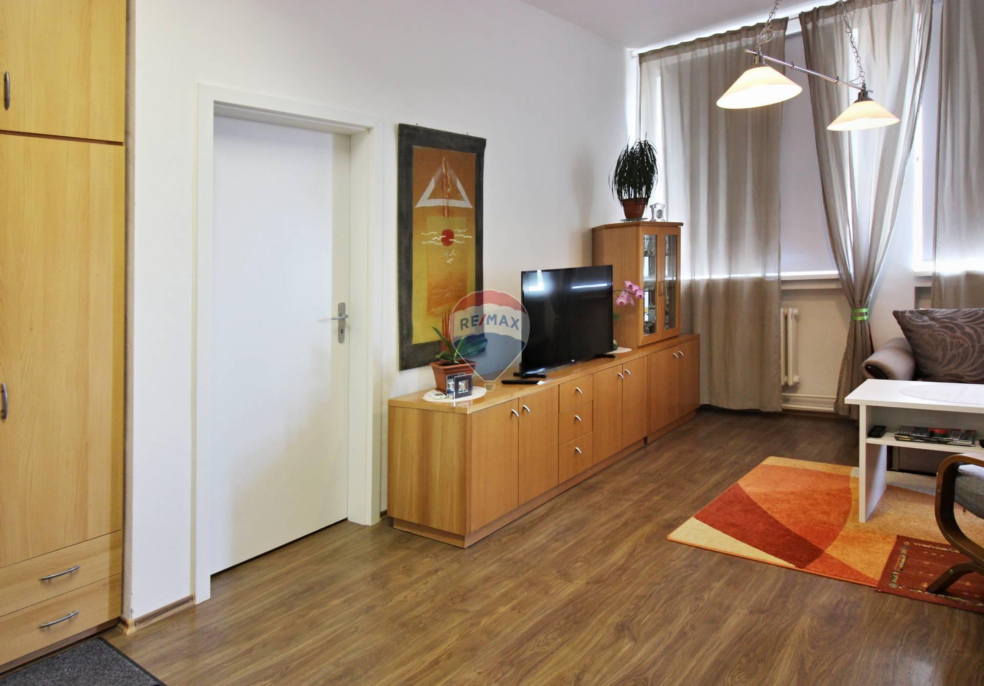 PREDAJ 2 izbový byt Bratislava, Zlaté Piesky
